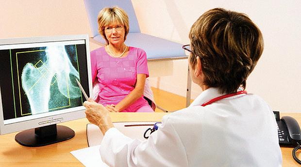 Коллоидная формула препарата Остео Комплекс направлена на одновременное воздействие на структуру костной ткани, в случаях если поставлен диагноз остеопороз и назначено соответствующее лечение, так и в случаях обнаружения заболеваний, осложнениями которых может стать его возникновение.